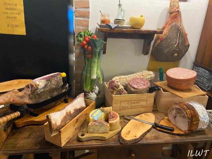 Итальянские колбасы и сыр